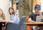 پخش موزیک با صدای بلند در کتابخانه